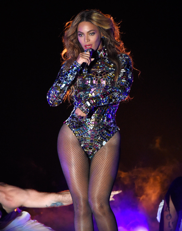 Beyonce Rips Through Album Medley at VMAs 2014