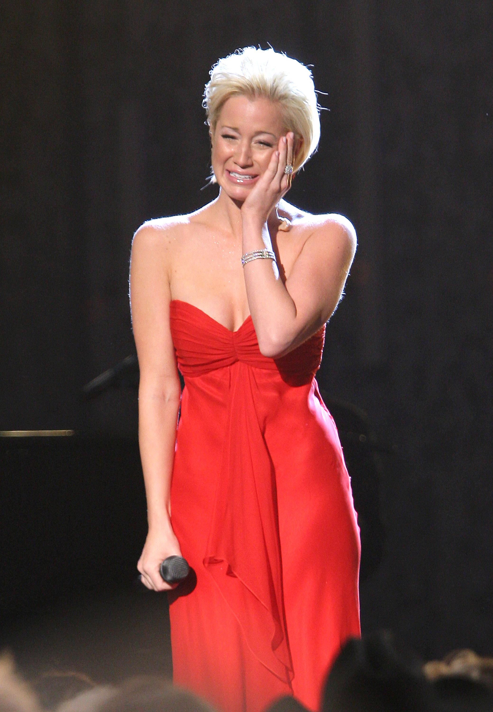 Flashback: Kellie Pickler Cries During \'I Wonder\' Performance ...