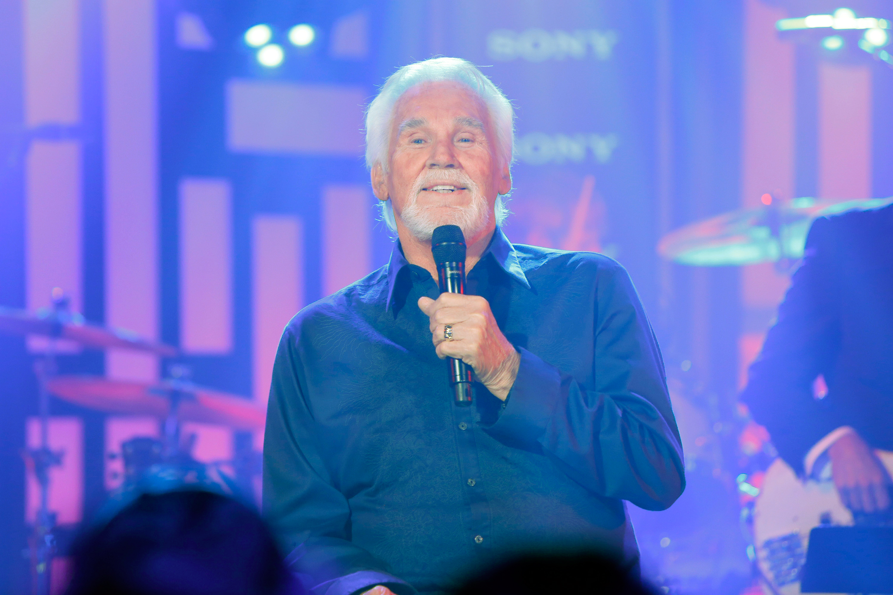 Kenny Rogers Blends Holiday and Country Classics on 2014 Christmas Tour