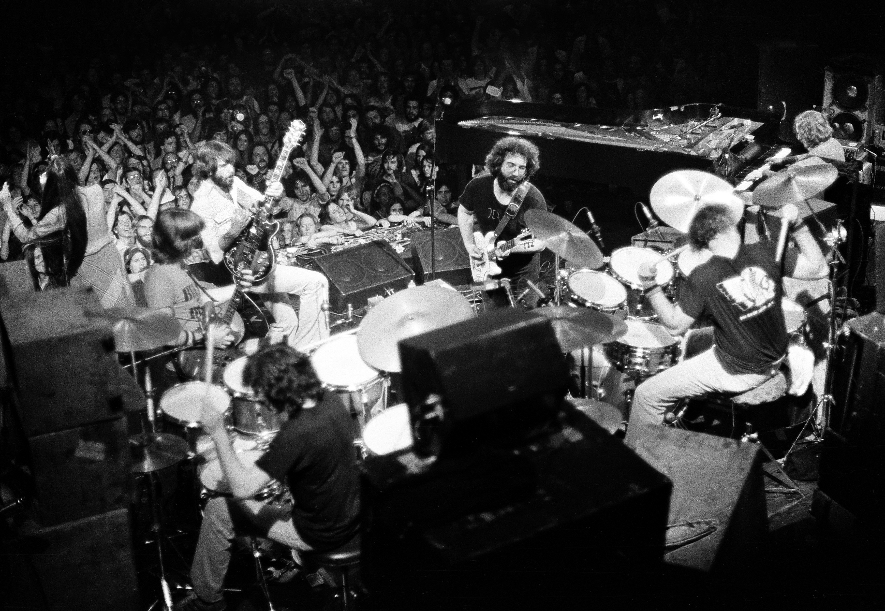 Listen to 90 Minutes of Tuning From Grateful Dead's 1977 Tour