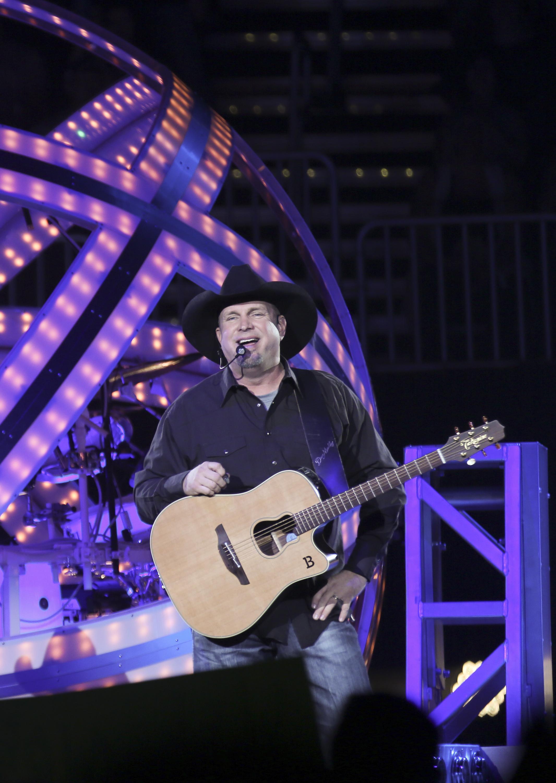 Garth Brooks' World Tour Adds St. Louis, Supersizes North Carolina