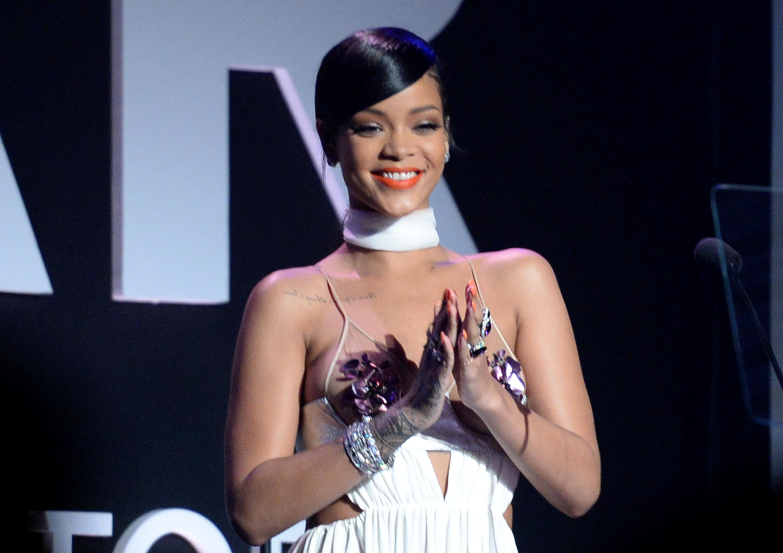 Badgalriri Lives: Rihanna Rejoins Instagram
