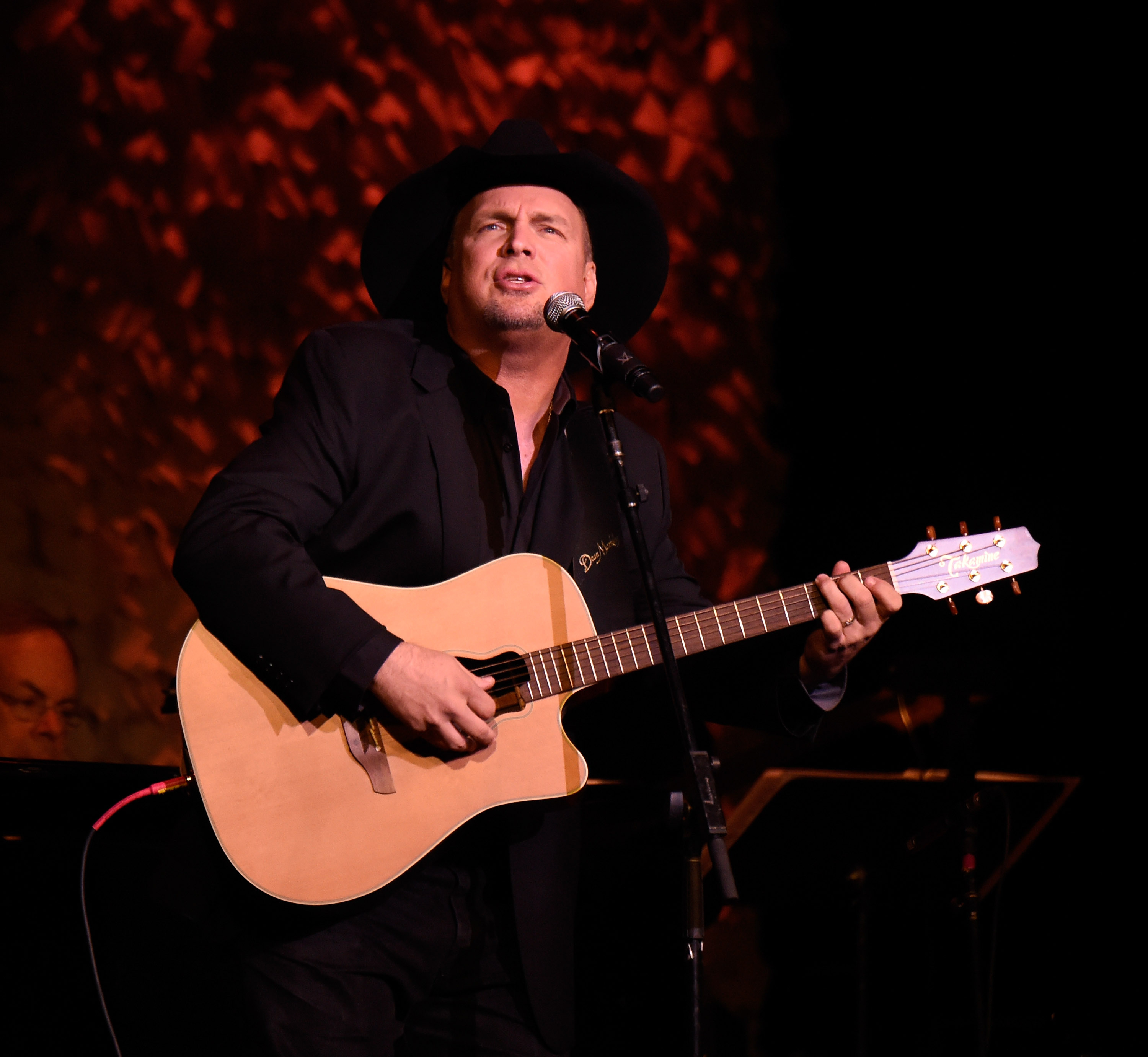 Garth Brooks Remains Number One, Cancels TV Appearances
