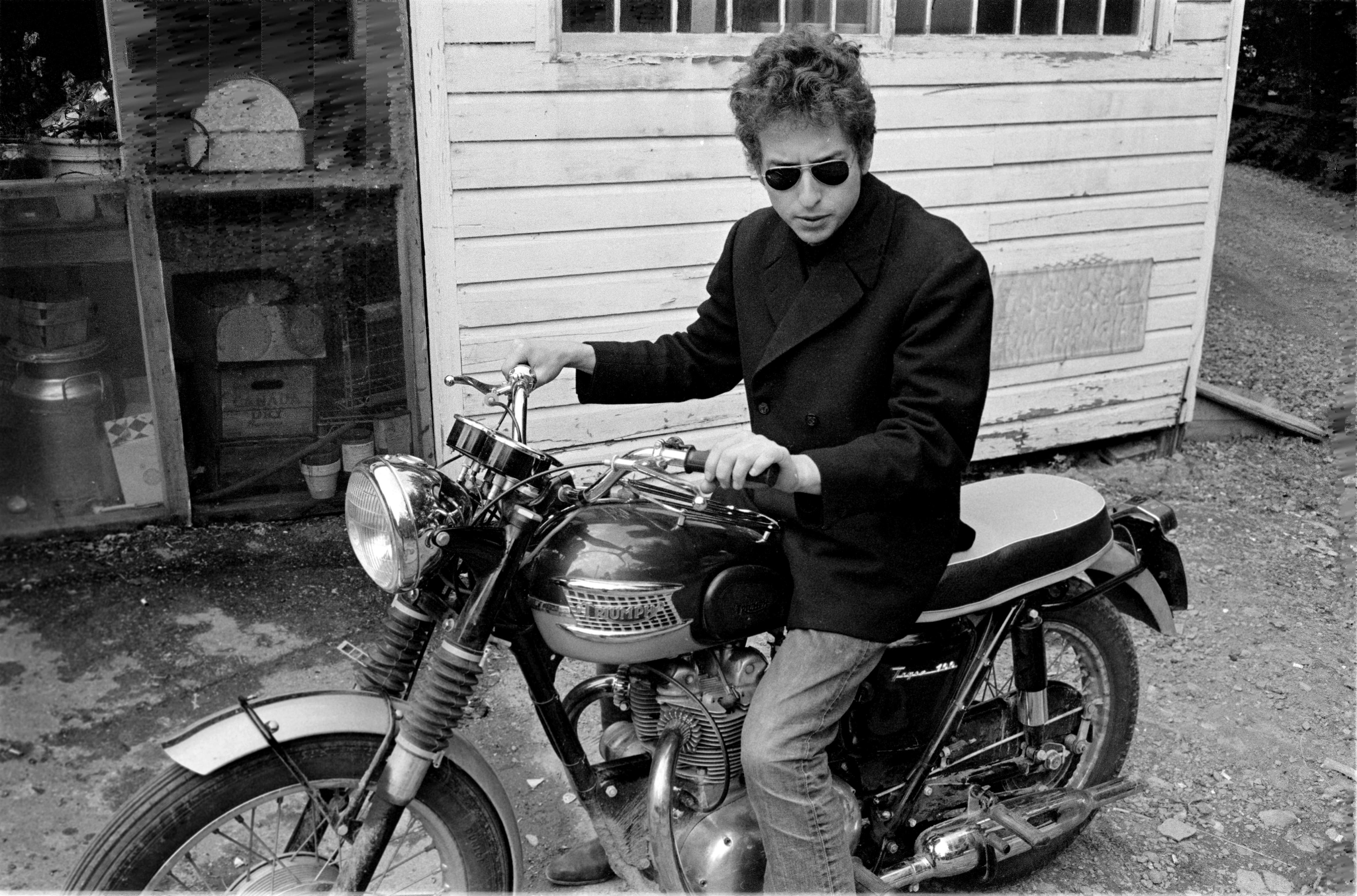 Lyrics of Two Unrecorded Bob Dylan Songs Heading to Auction