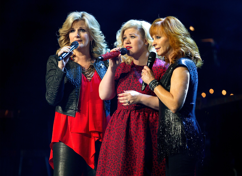 Watch Kelly Clarkson Duet With Reba, Trisha Yearwood at Holiday 'Miracle'