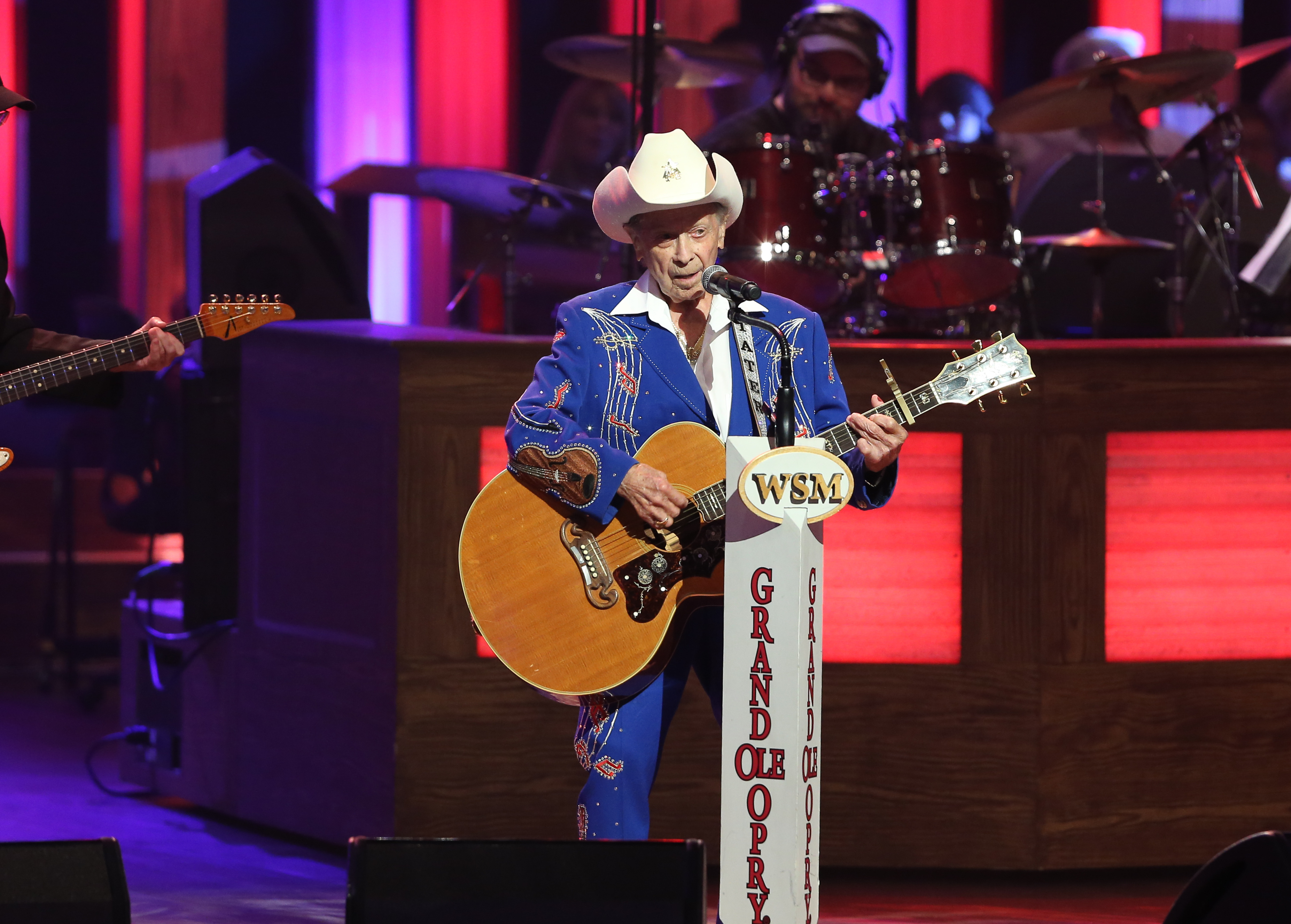 Grand Ole Opry Legend Little Jimmy Dickens Dead at 94