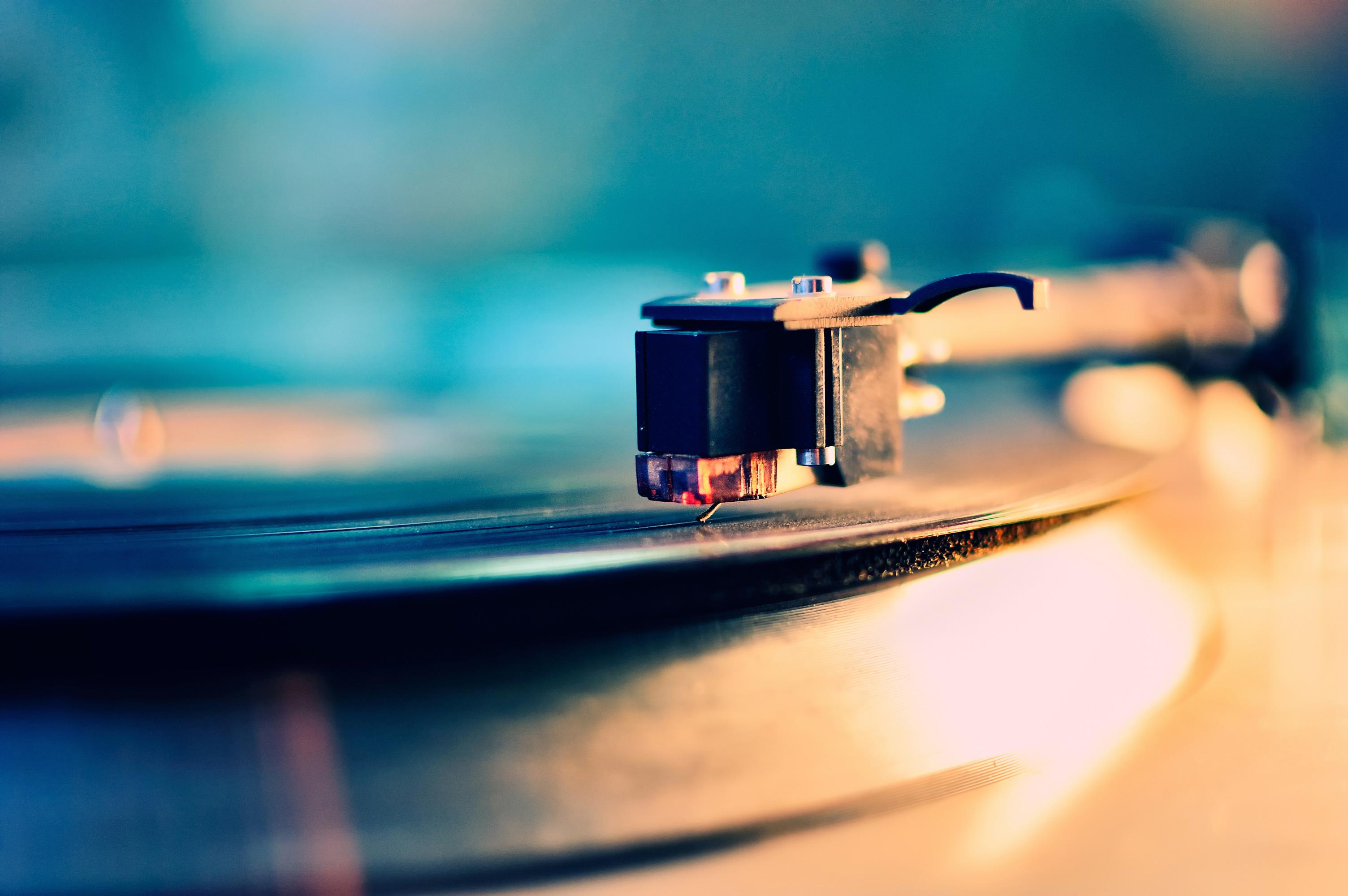 New Record Service VNYL Distributes LPs Like Netflix
