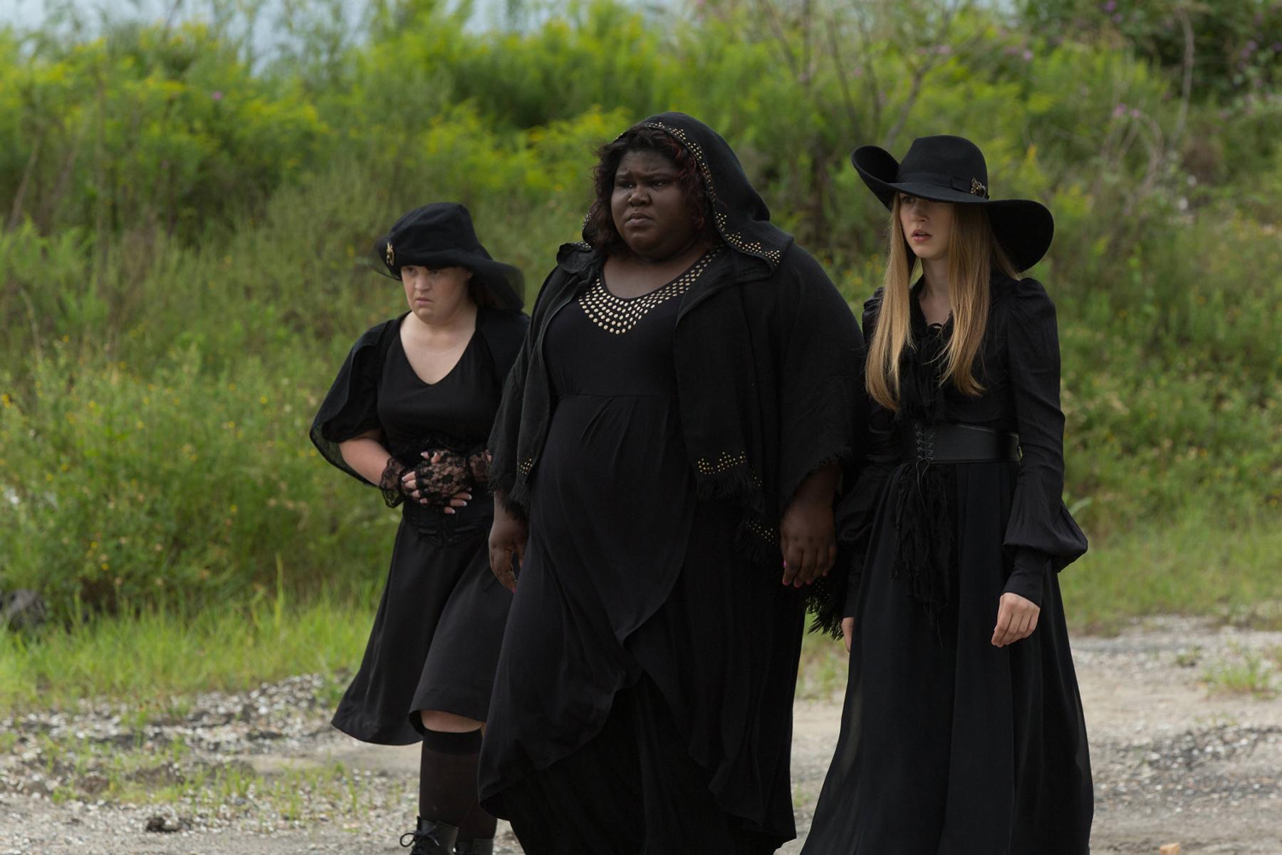 Jamie Brewer Gabourey Sidibe And Taissa Farmiga As Nan Queenie Zoe On American