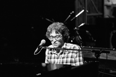 Randy Newmans Unique Defense Of >> Randy Newman Bet No One Ever Hurt This Bad Rolling Stone