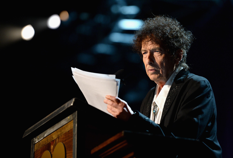 Bob Dylan Thanks Jimi Hendrix, Johnny Cash in MusiCares Speech