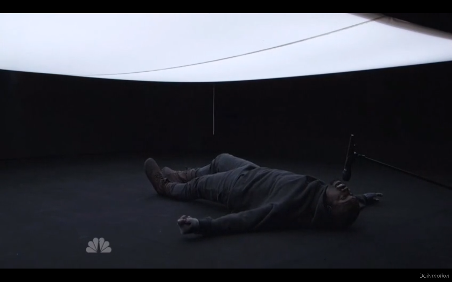 See Kanye West's Claustrophobic 'SNL' 40 Performance With