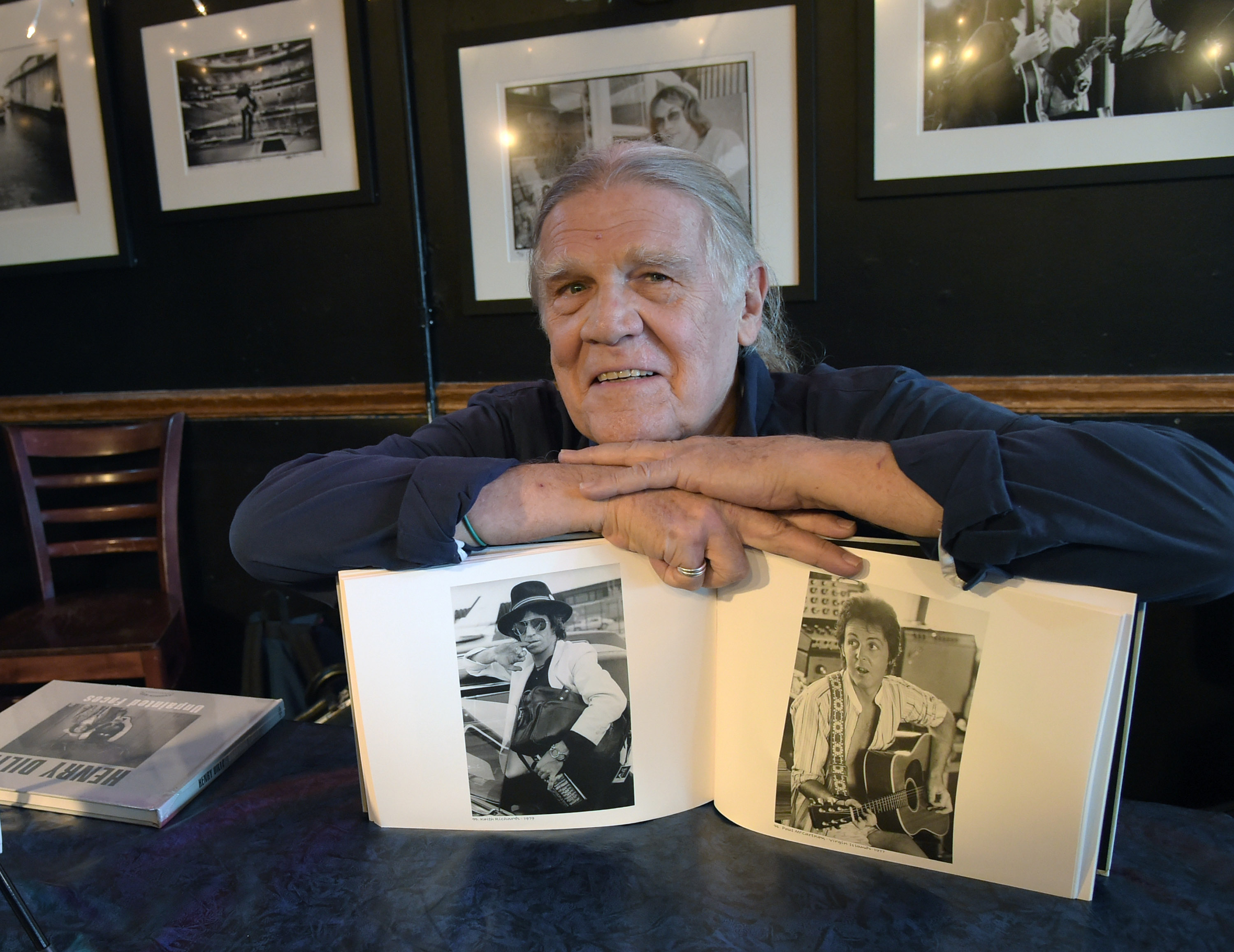 Lena Taylor Thrills Capitol >> Henry Diltz The Stories Behind Iconic Photos Of Dolly Garth And