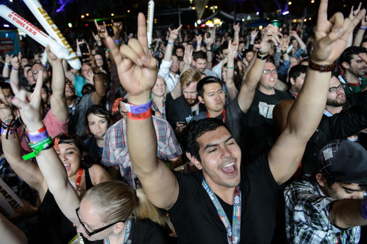 rs 189100 20150317 crowd 001