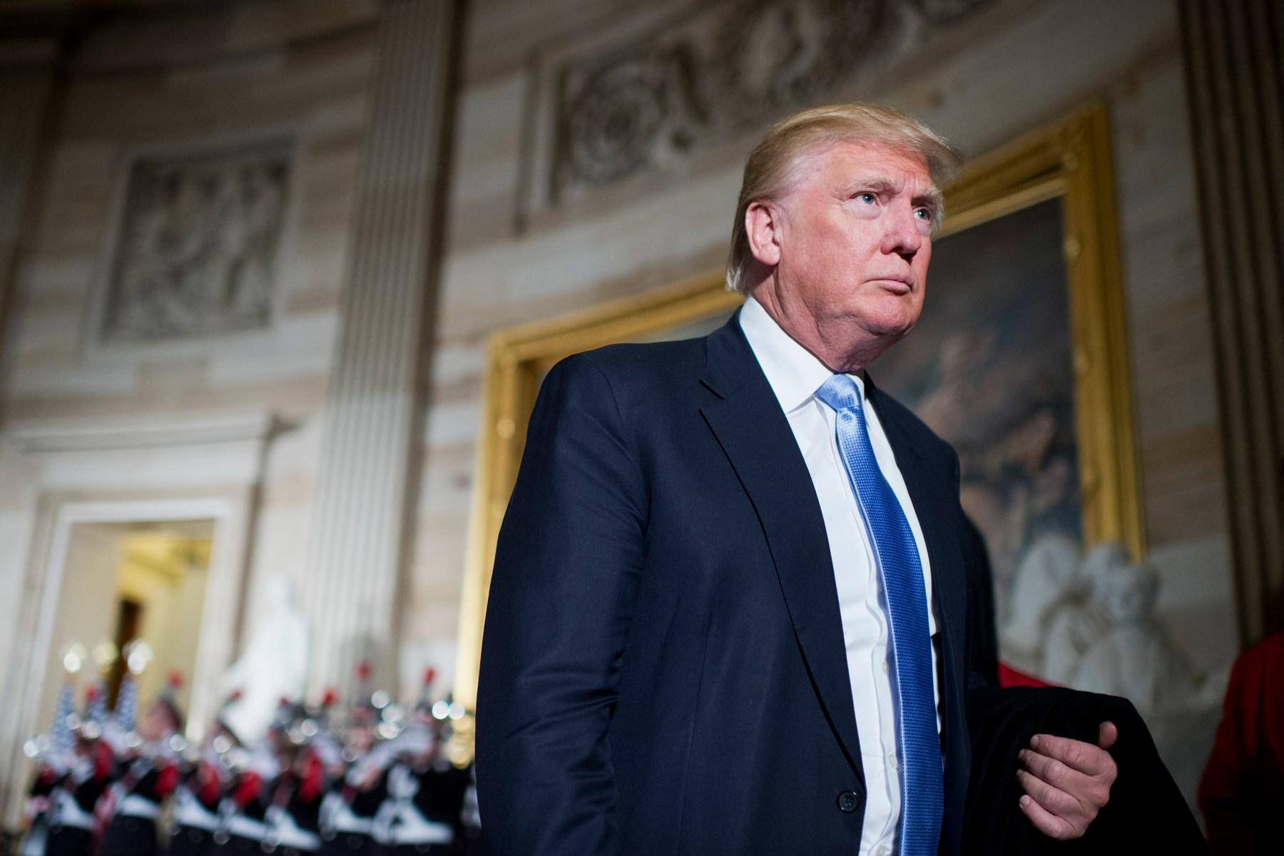 DONALD TRUMP PLAQUE PRESIDENT CANDIDATE MAKE AMERICA GREAT AGAIN