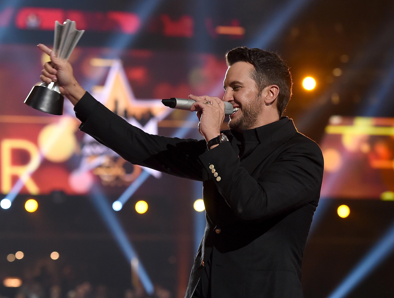 Luke Bryan Wins 2015 ACM Entertainer of the Year