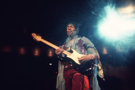 Jimi Hendrix and the Band of Gypsies at the Fillmore East – Rolling