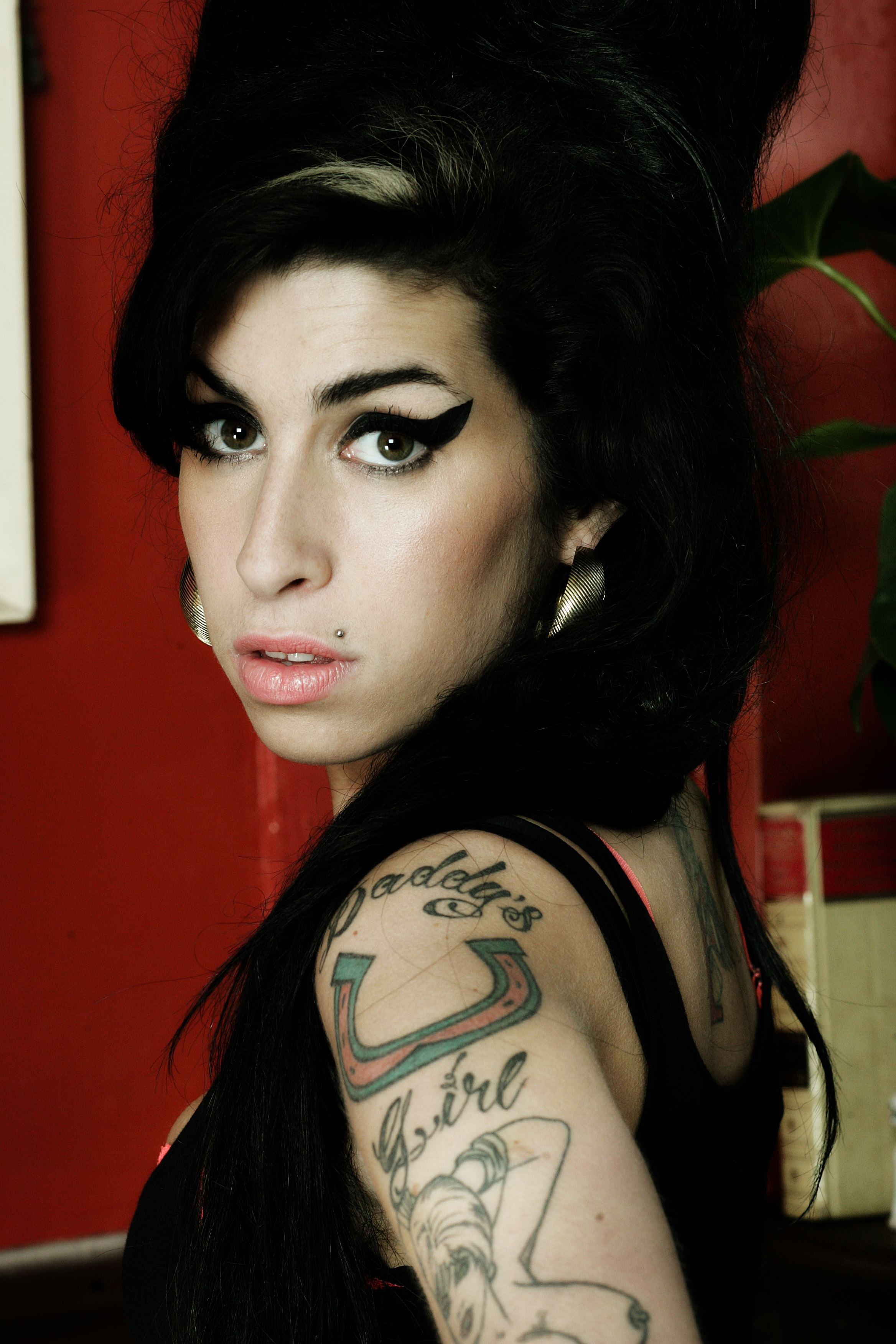 Bacteria Makes A Home On Amy Winehouse's Face - 2019 year