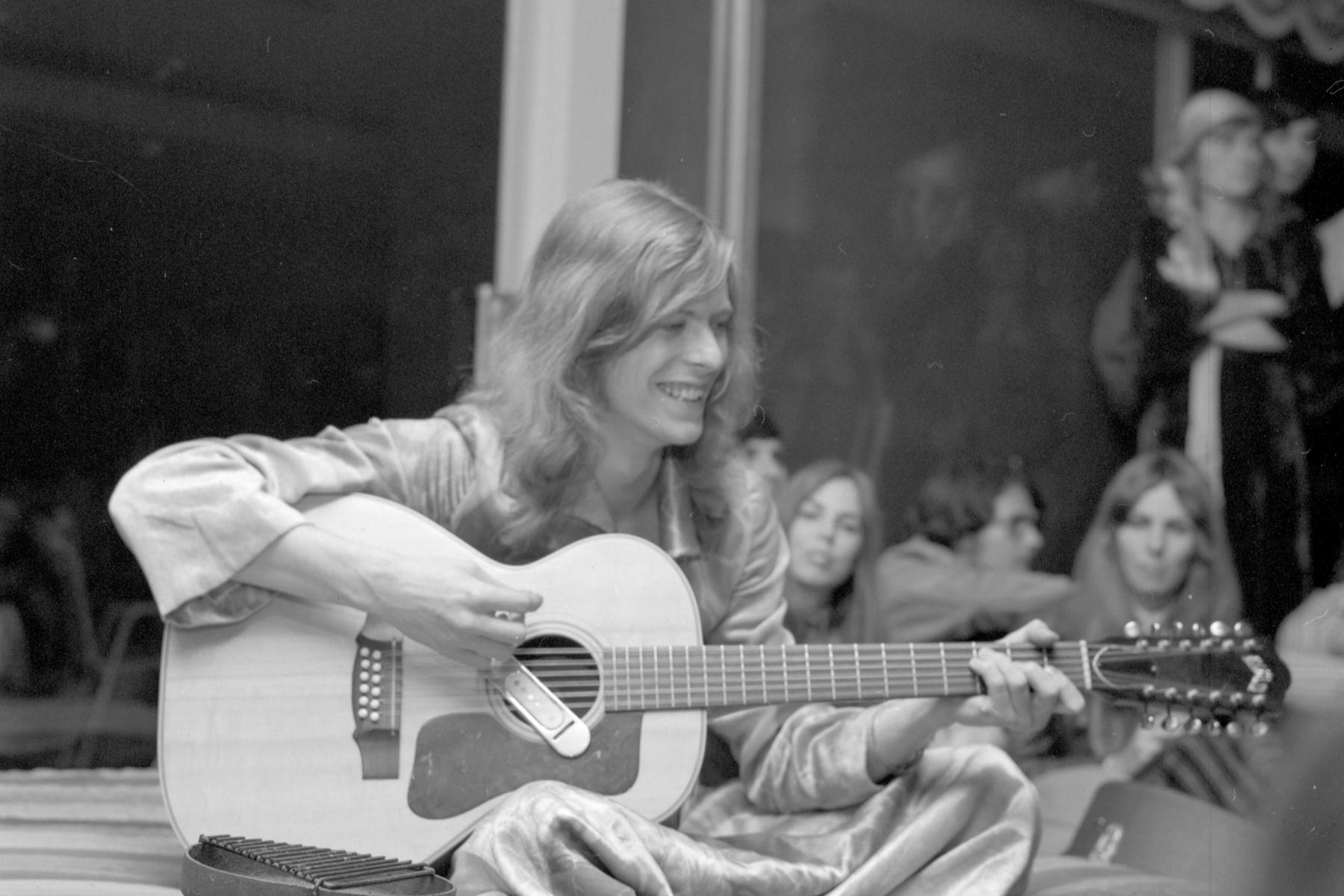 Hear David Bowie's Rare, Original 'Holy Holy' From 1971 - Rolling Stone