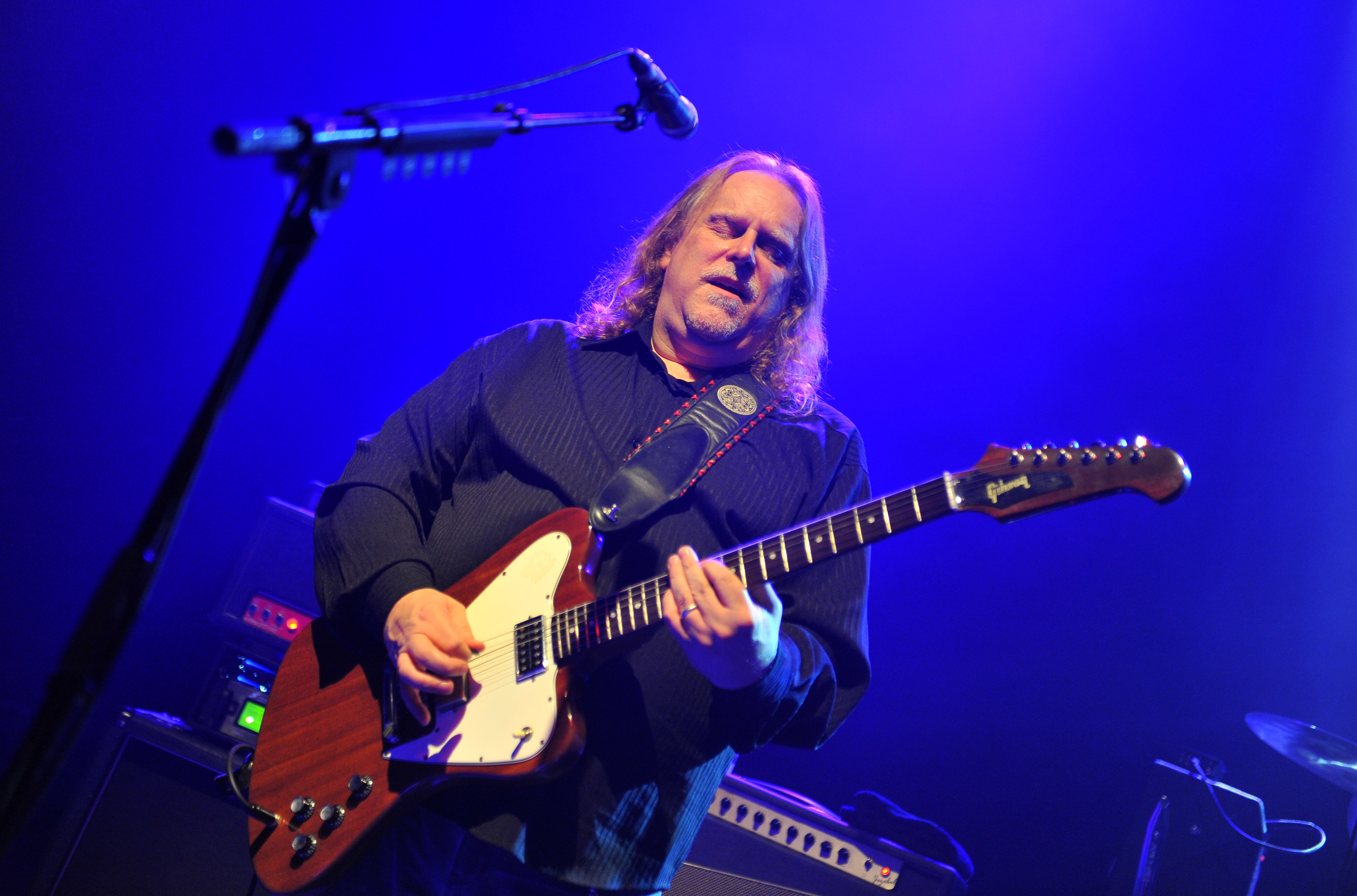 hear warren haynes go bluegrass on new solo cut is it me or you rolling stone. Black Bedroom Furniture Sets. Home Design Ideas