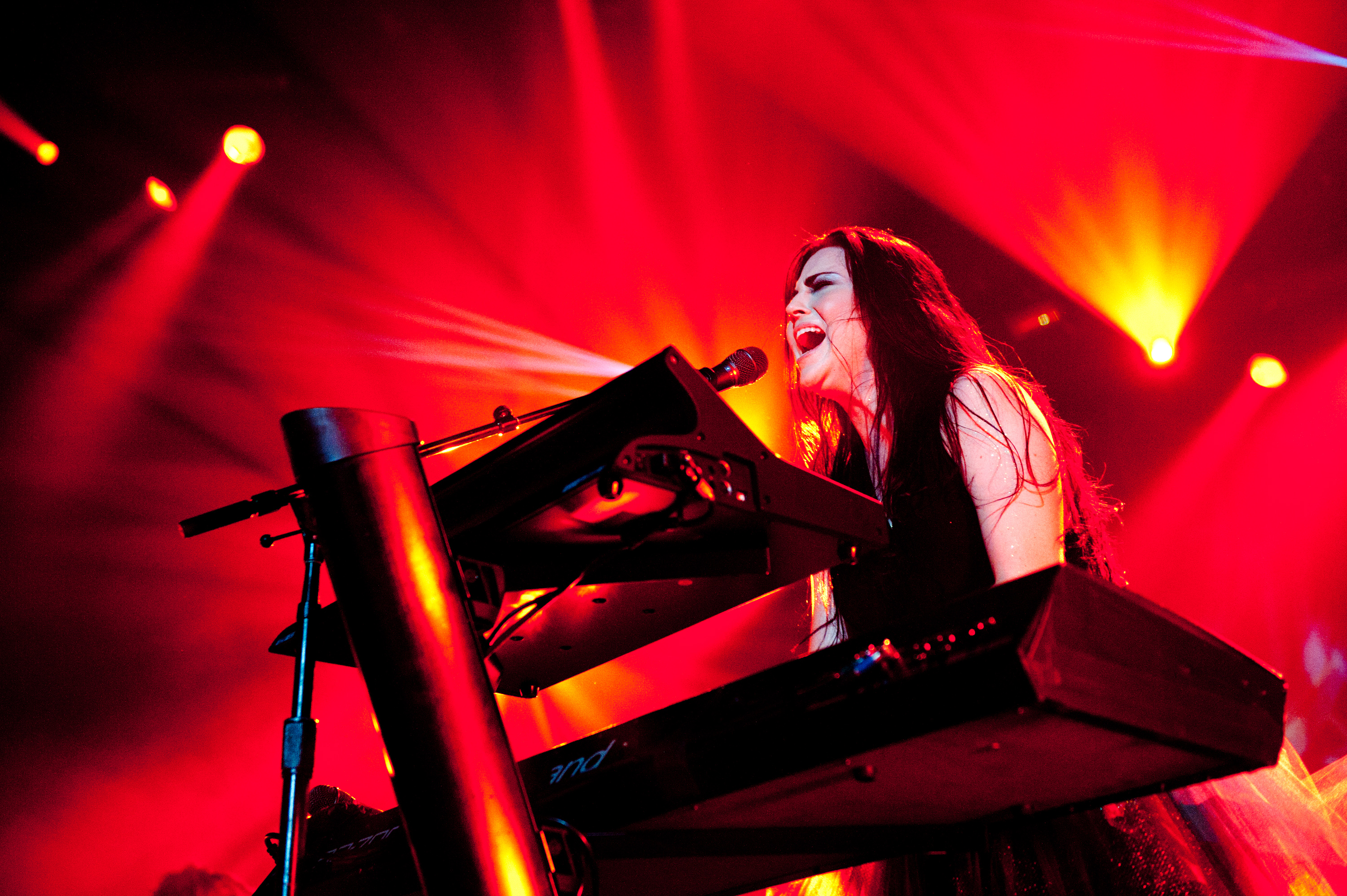 Evanescence End Three-Year Hiatus With November Tour