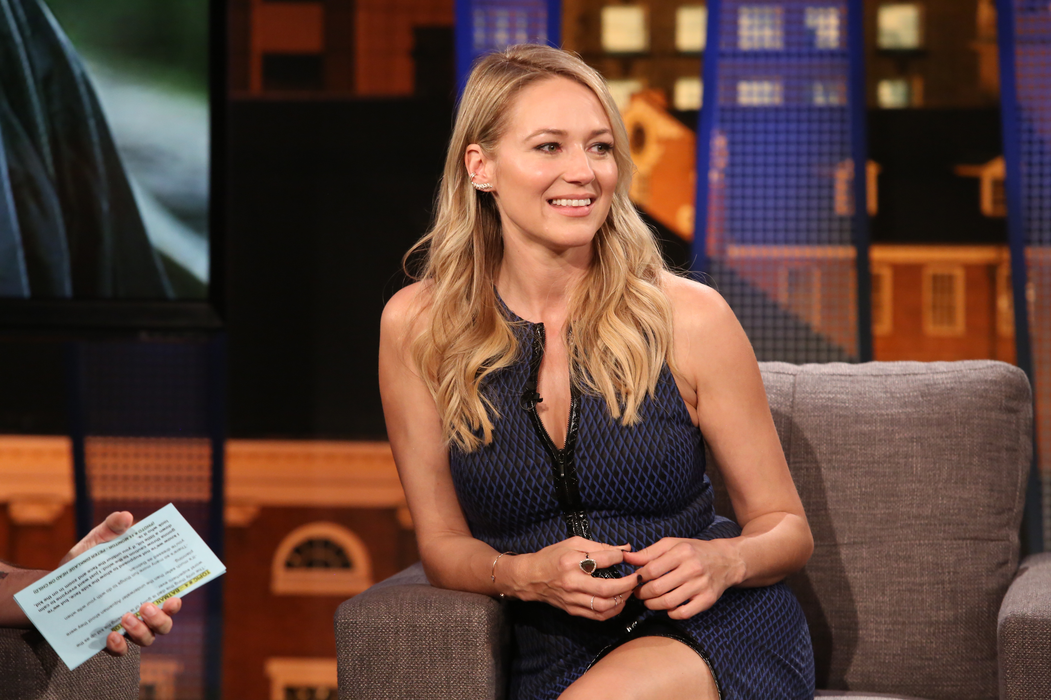 Jewel Returns to Folk Roots on \'Picking Up the Pieces\' Album ...