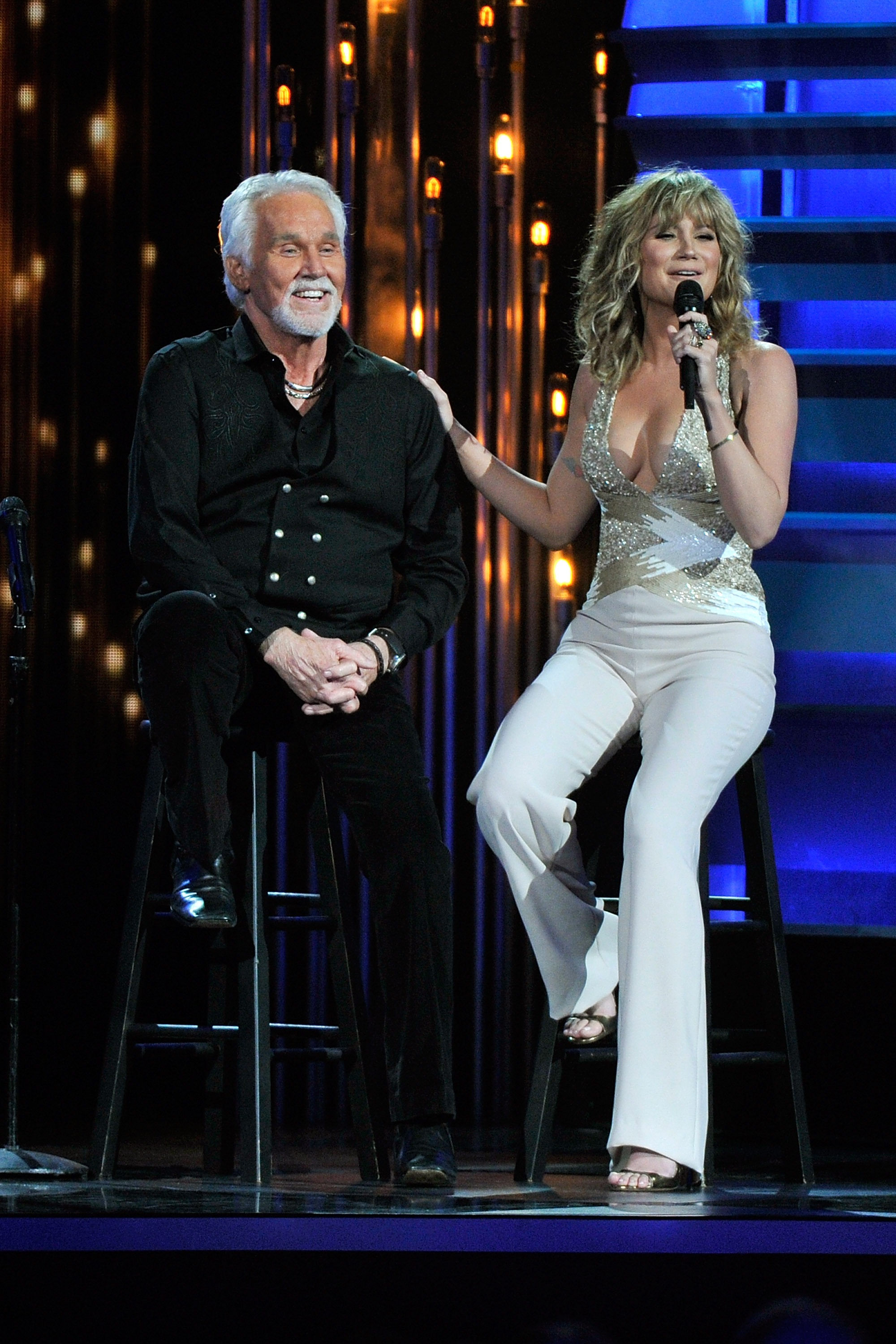 Kenny Rogers Duets With Krauss, Nettles on New Christmas Album ...