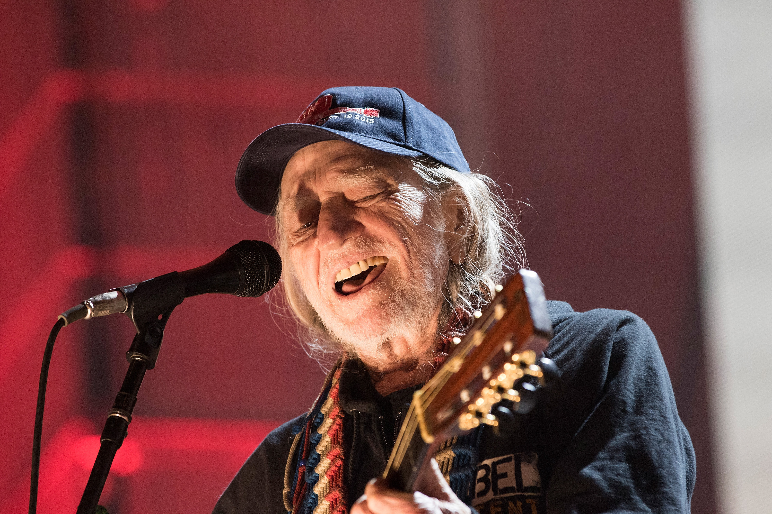 Tips For Buying An Electric Guitar Guitars 101 Your Bible 15 Best Things We Saw At Farm Aid 2015 Rolling Stone Willie Nelson
