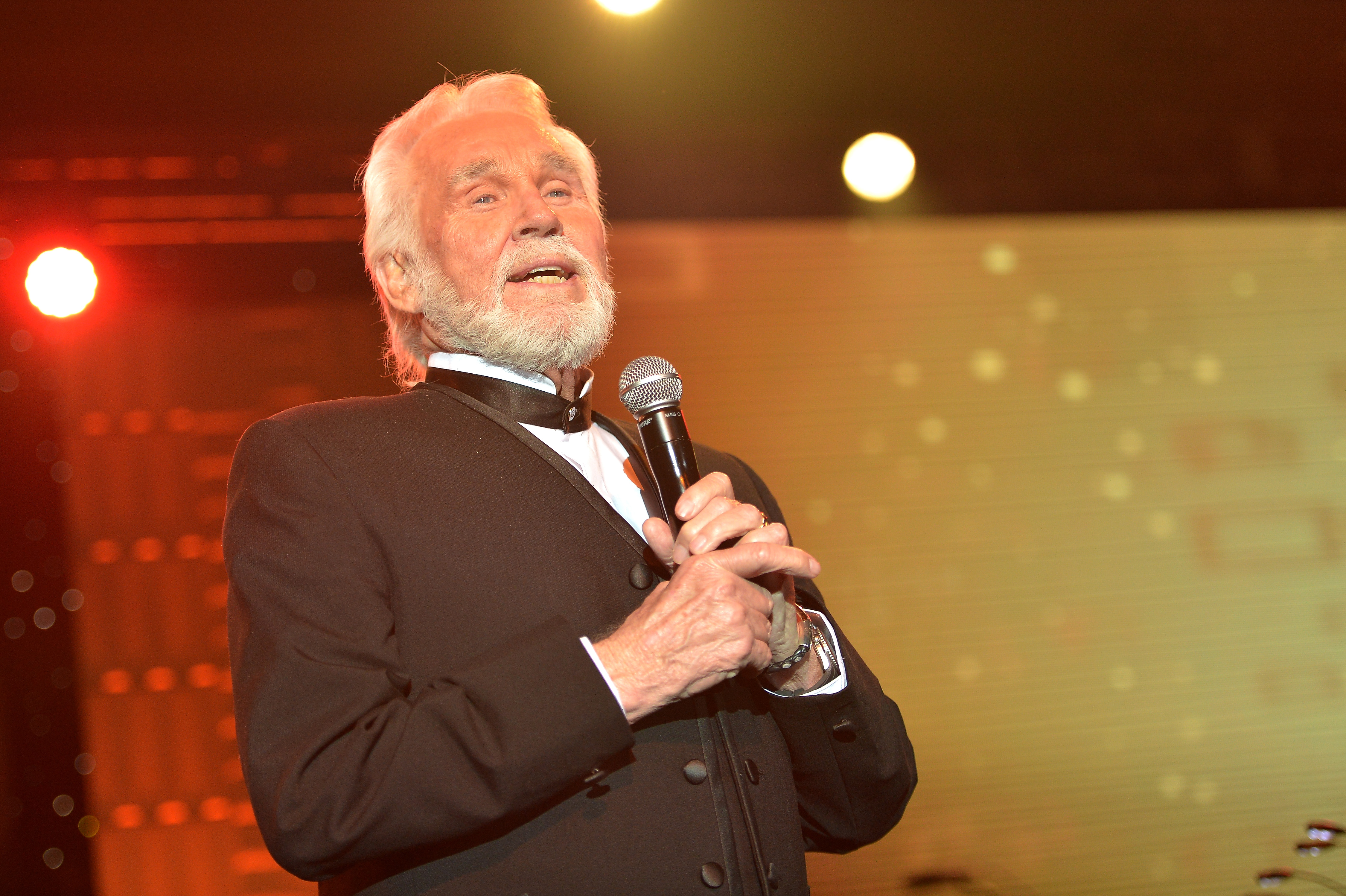 Kenny Rogers on Christmas Album, New Hotel and \'Obsessive\' Career ...