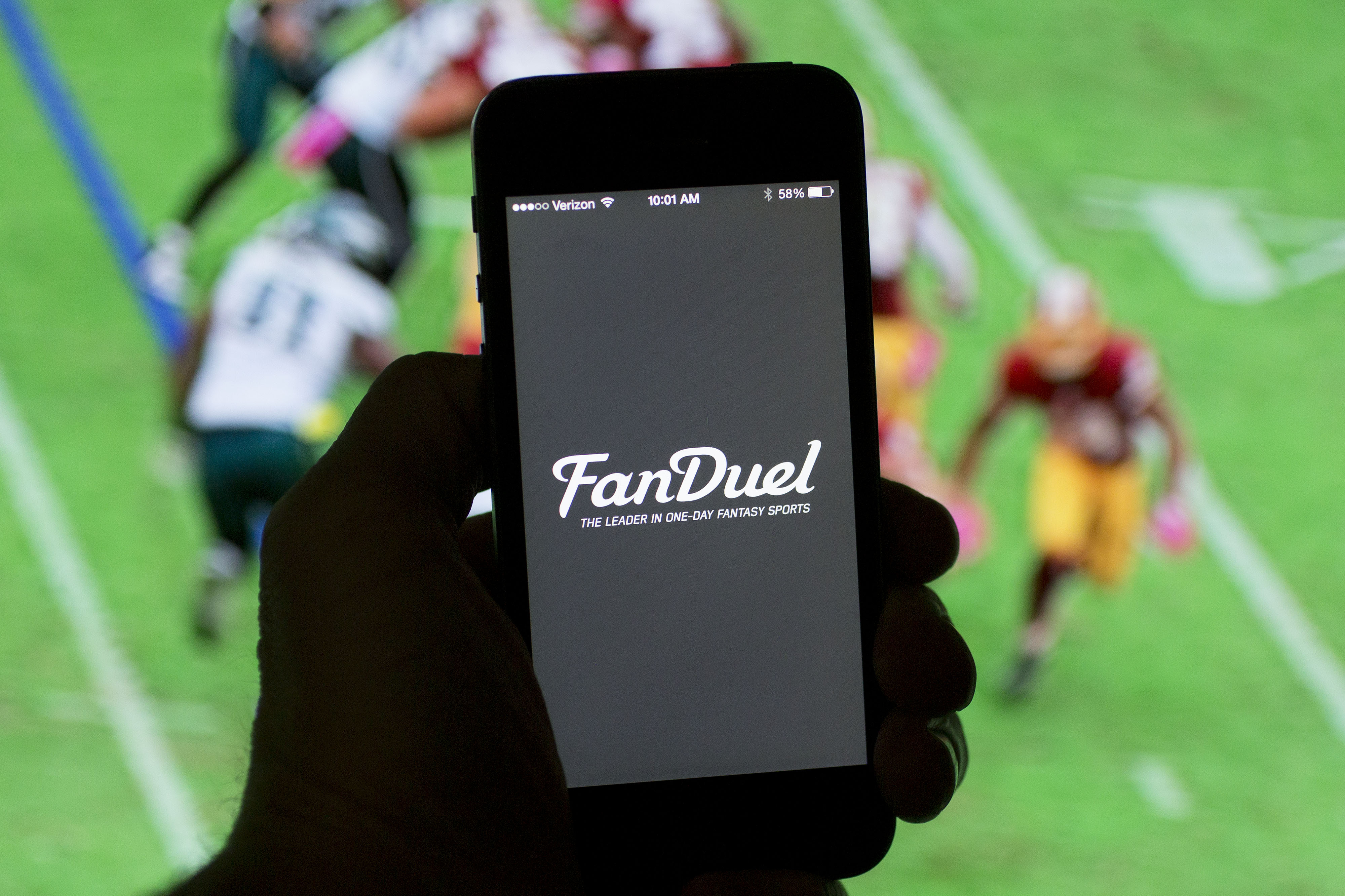 30ff6da26 Daily fantasy sites like FanDuel are projected to generate $2.5 billion in  revenue by 2020.
