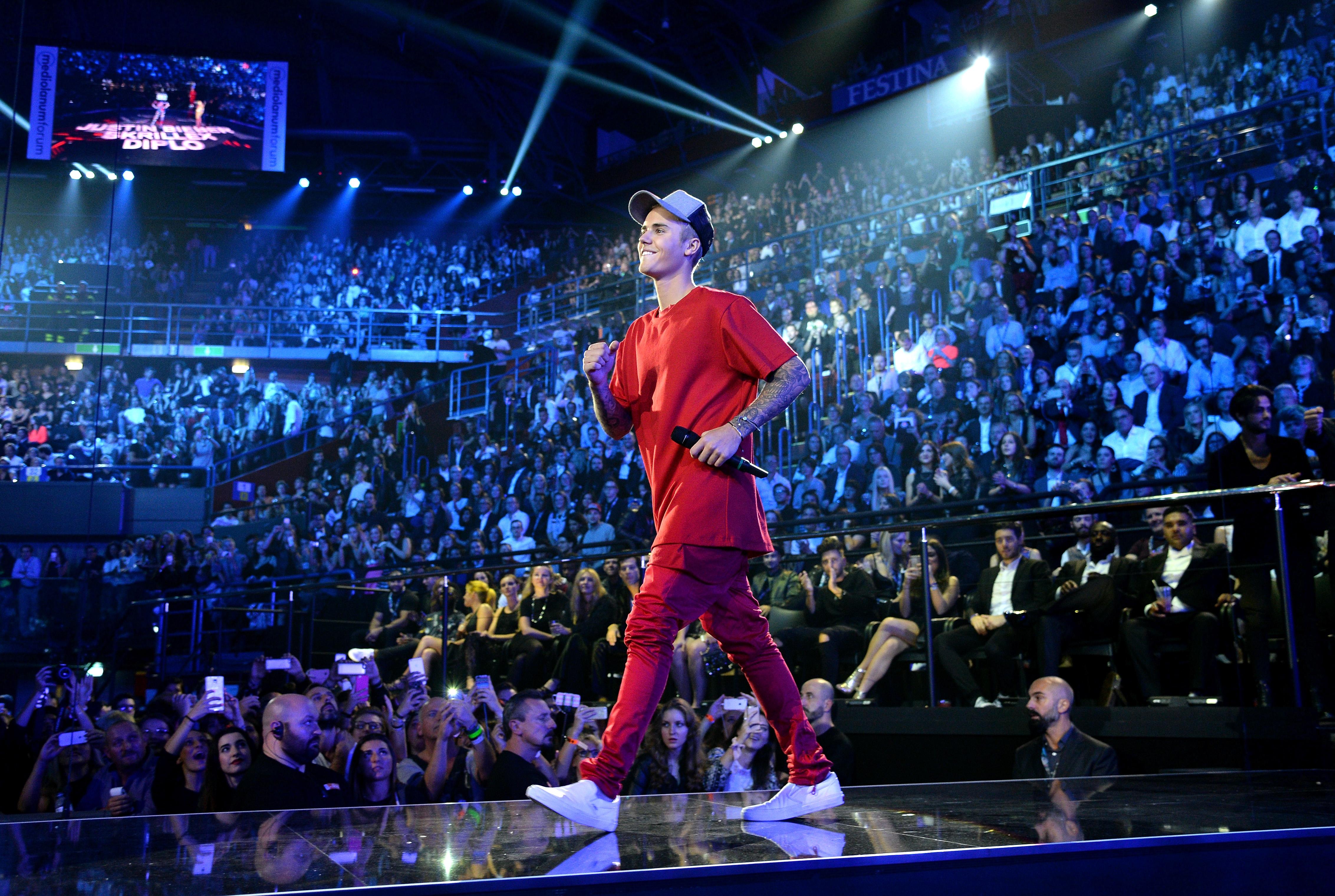 Justin Bieber Unveils 'Purpose' Songs via Graffiti