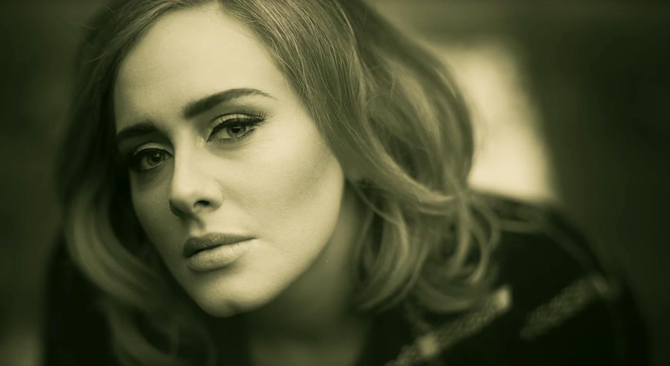 Adele's 'Hello' Tops 1 Million Downloads in Opening Week
