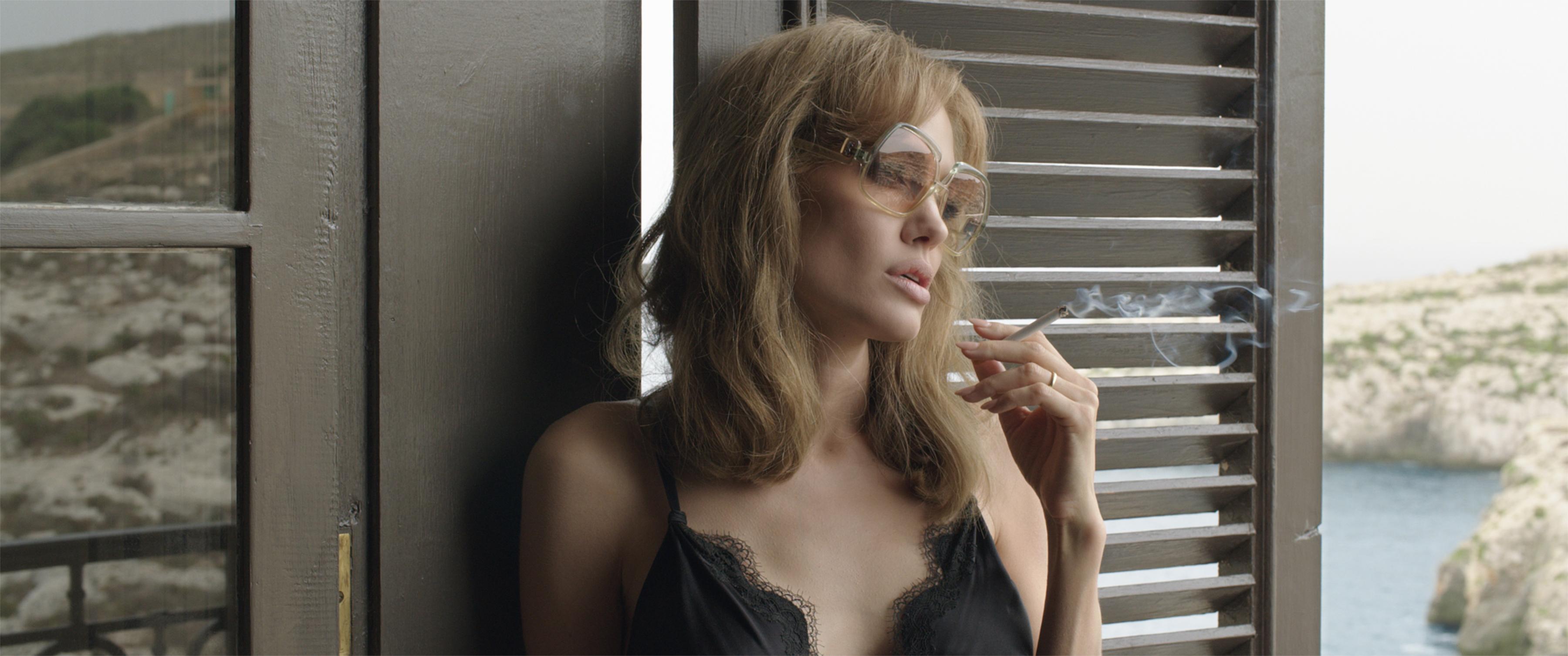 Angelina valaha volt összes szexi jelenete egyetlen negyedórás videóba sűrítve.