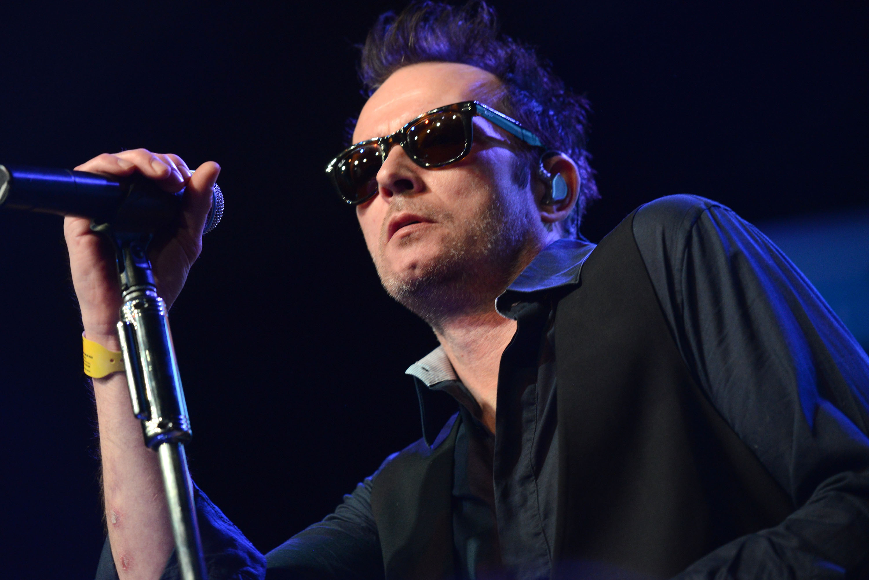 b59d2b91930 Former Stone Temple Pilots singer Scott Weiland is dead at age 48
