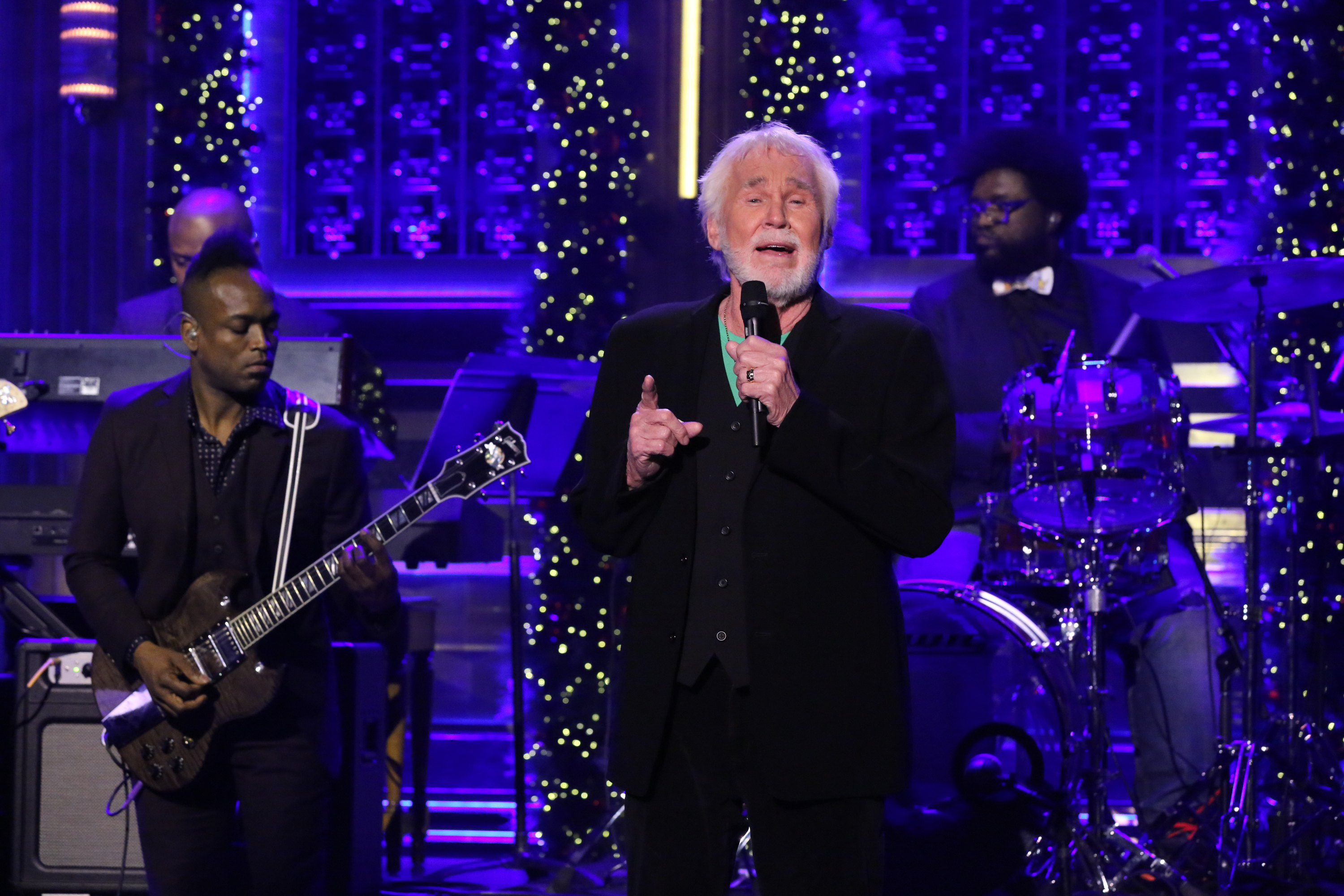 See Kenny Rogers Sing Holiday Staple With the Roots on \'Fallon ...