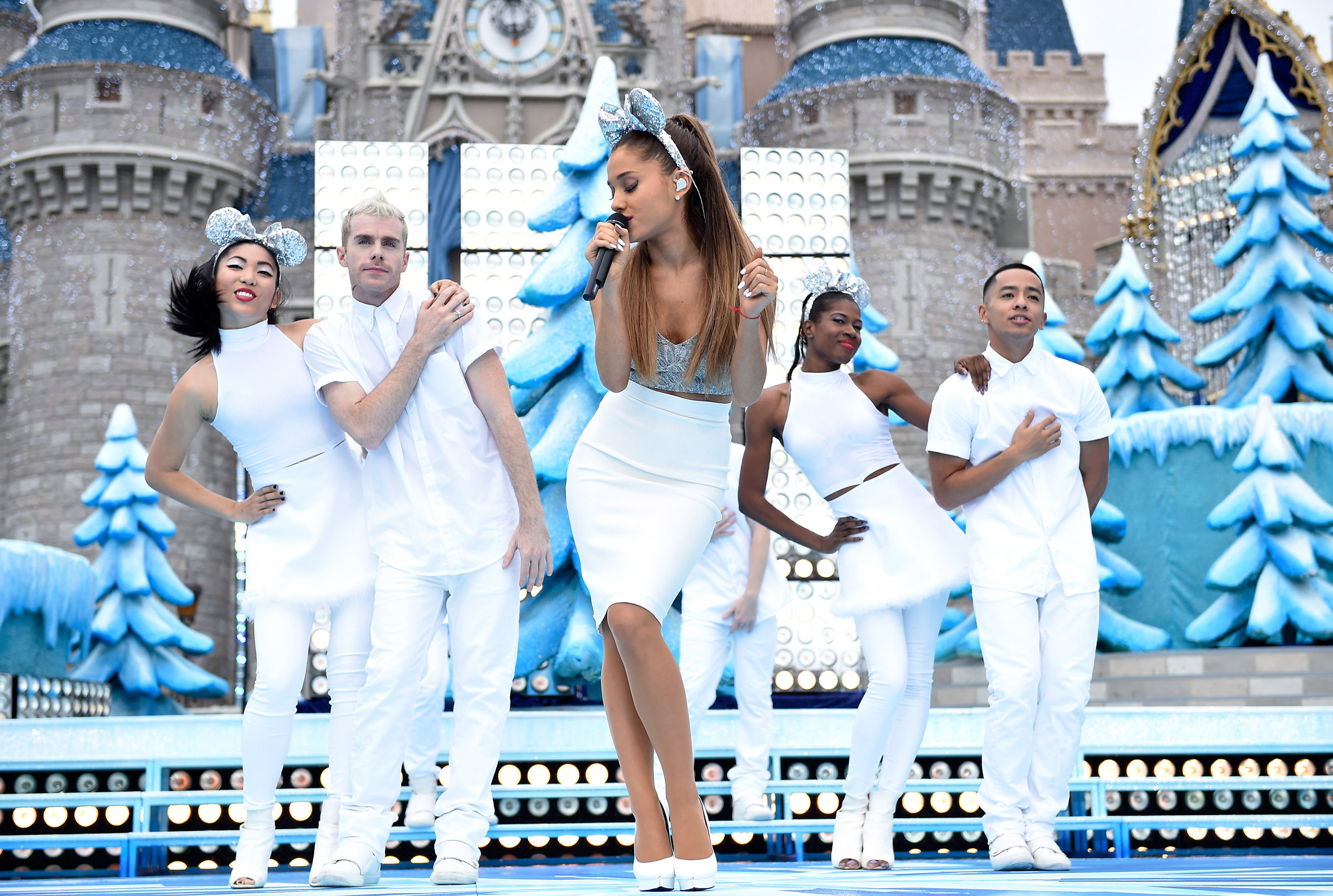 Christmas And Chill.Hear Ariana Grande S Surprise Released Ep Christmas Chill