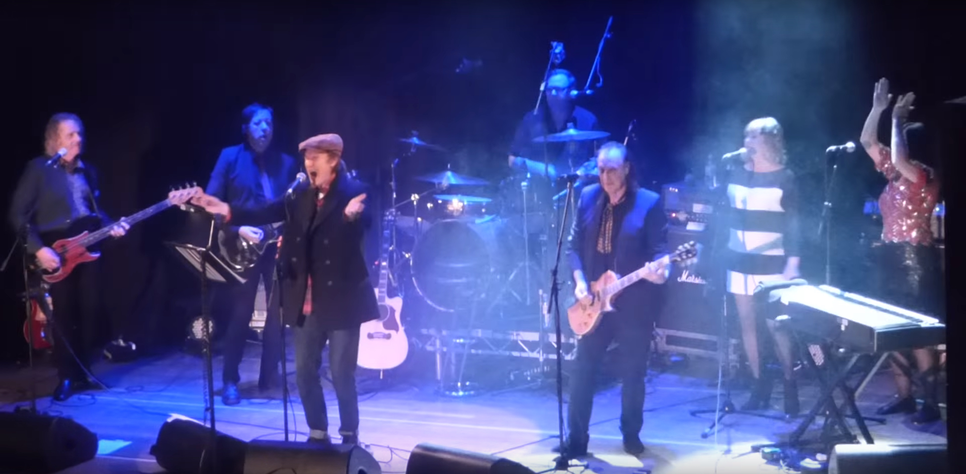Watch the Kinks\' Ray and Dave Davies Reunite Onstage – Rolling Stone