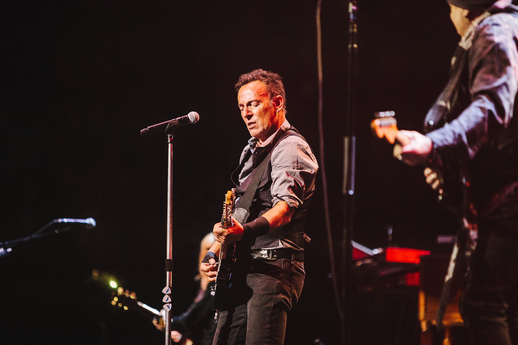 Bruce Springsteen Covers Bowie Resurrects The River At Tour