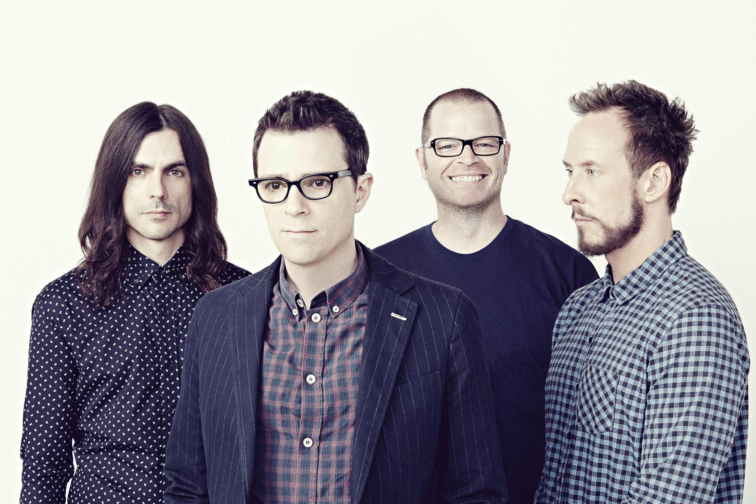 Musicians Weezer.