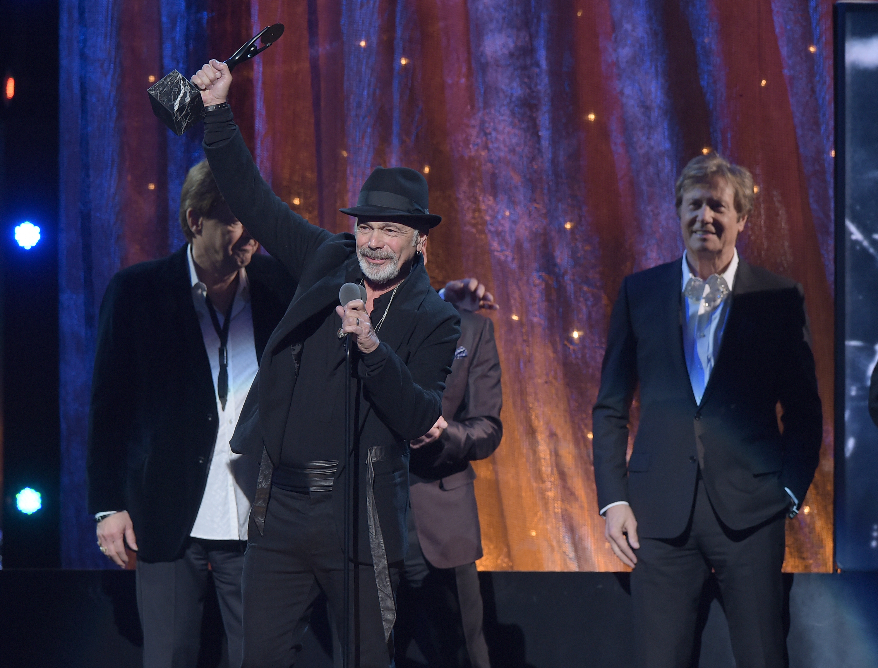 2d69135e10acd 15 Best Moments at the Rock and Roll Hall of Fame 2016 Induction ...