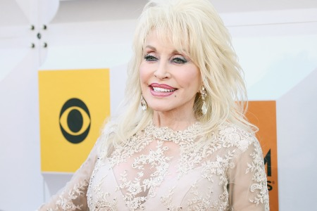 Nbc Christmas Of Many Colors.Dolly Parton Plans Coat Of Many Colors Movie Sequel