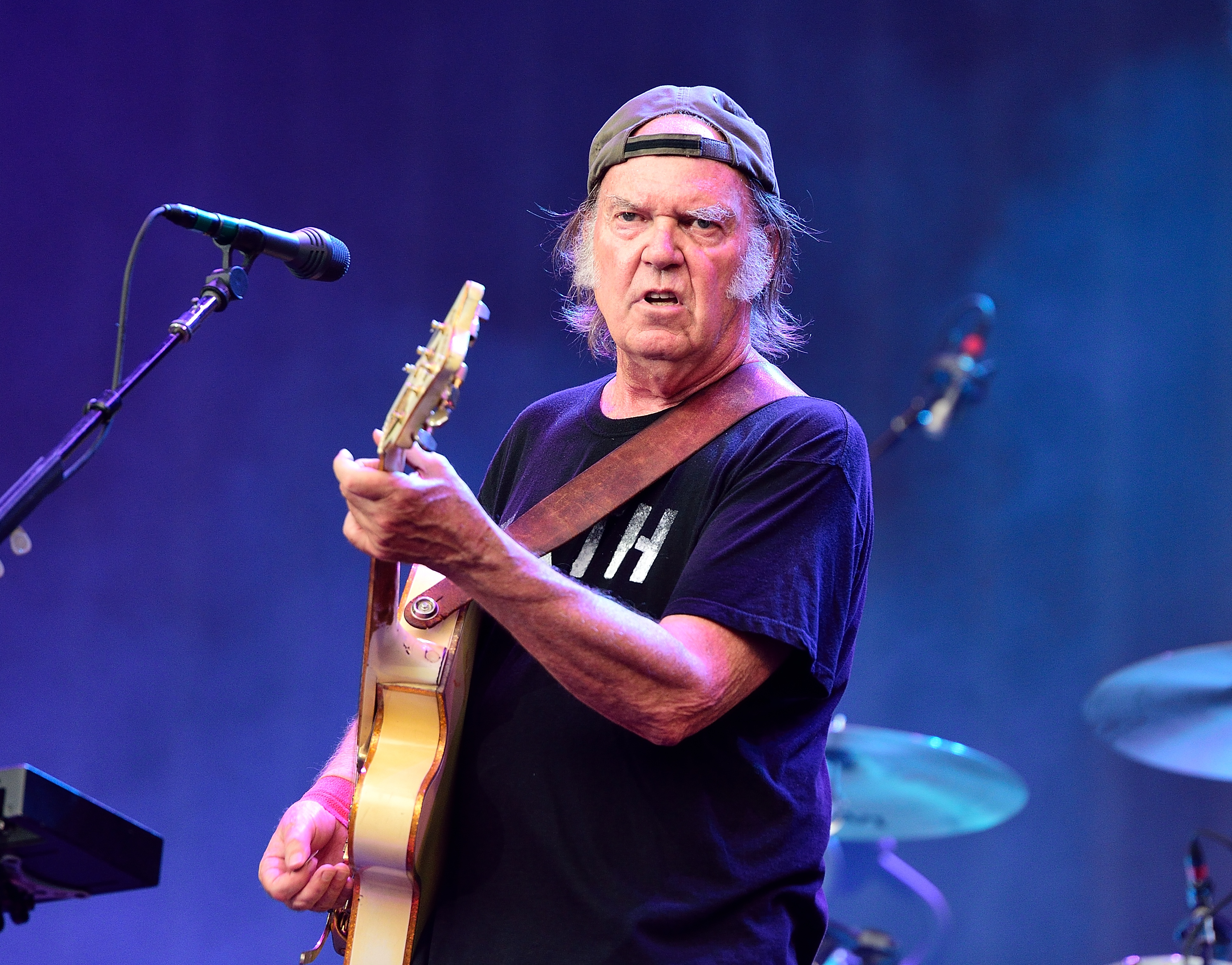 Neil Young I M Ok With Donald Trump Using Rockin In The Free World Rolling Stone
