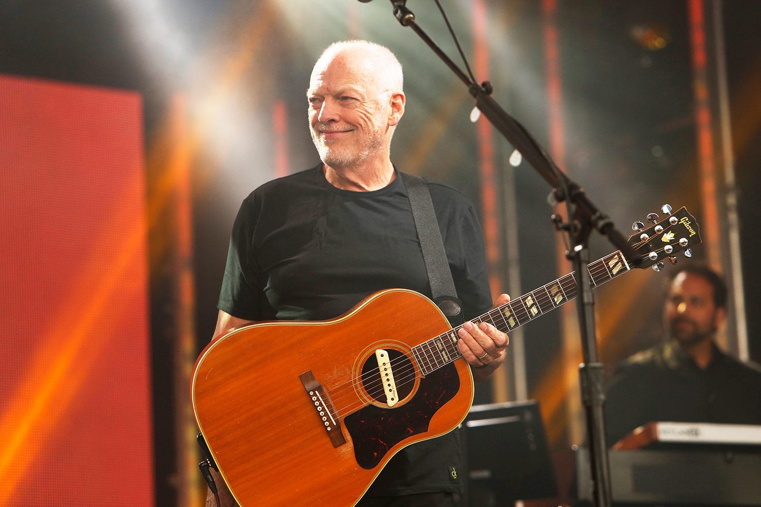 see david gilmour play one of these days for first time in 22 years rolling stone. Black Bedroom Furniture Sets. Home Design Ideas
