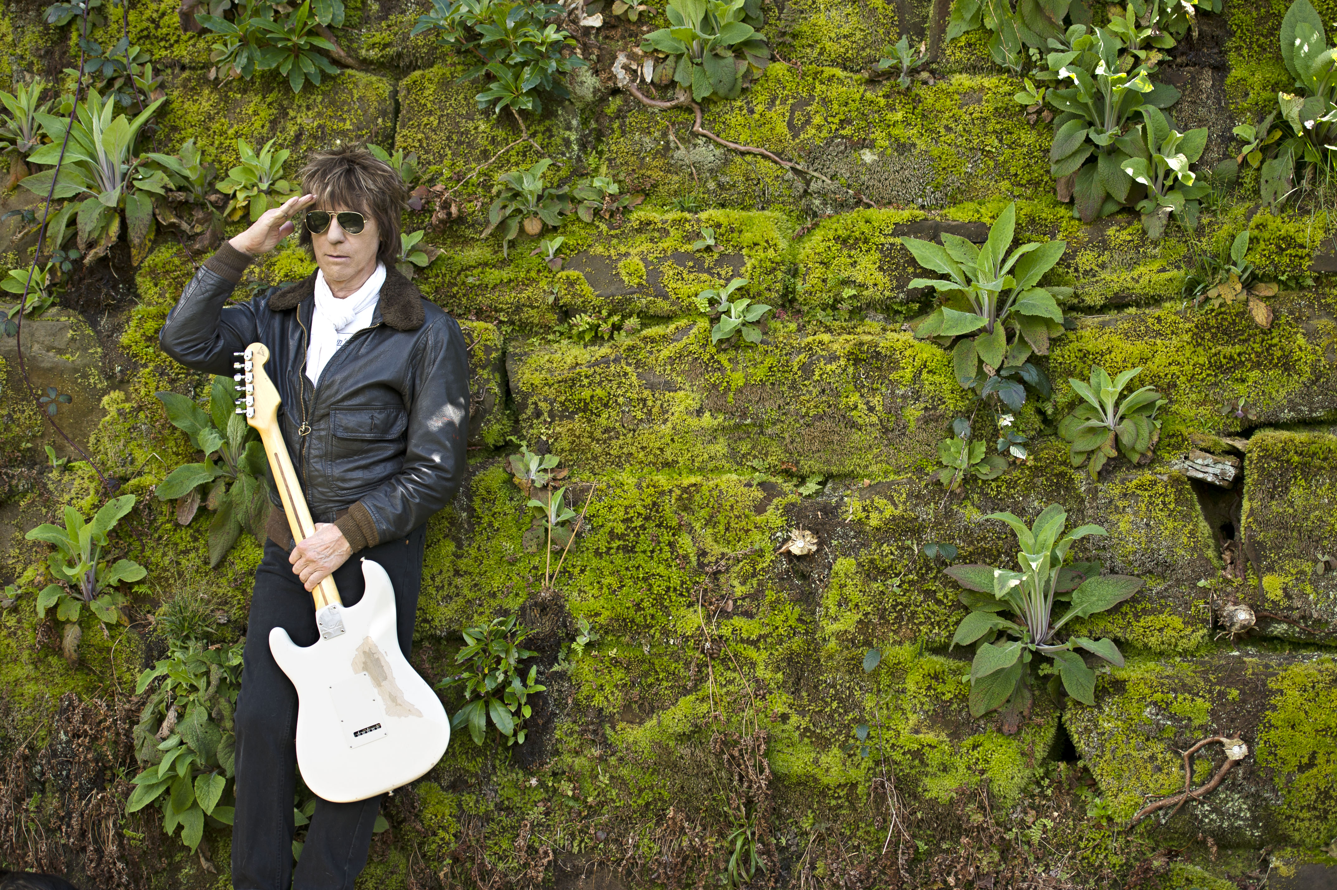 Jeff Beck Talks Seeing Jimi Hendrix, Topical New LP – Rolling Stone