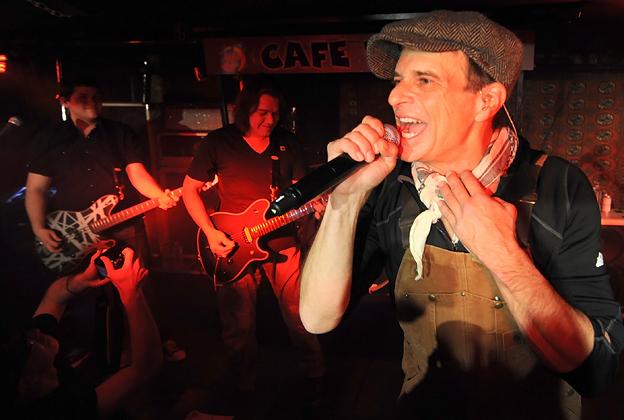 d8df24b7f67 Reunited Van Halen Play Blazing Show at Tiny NYC Club – Rolling Stone