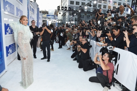 Mtv Vmas 2016 Photos From The Red Carpet Rolling Stone
