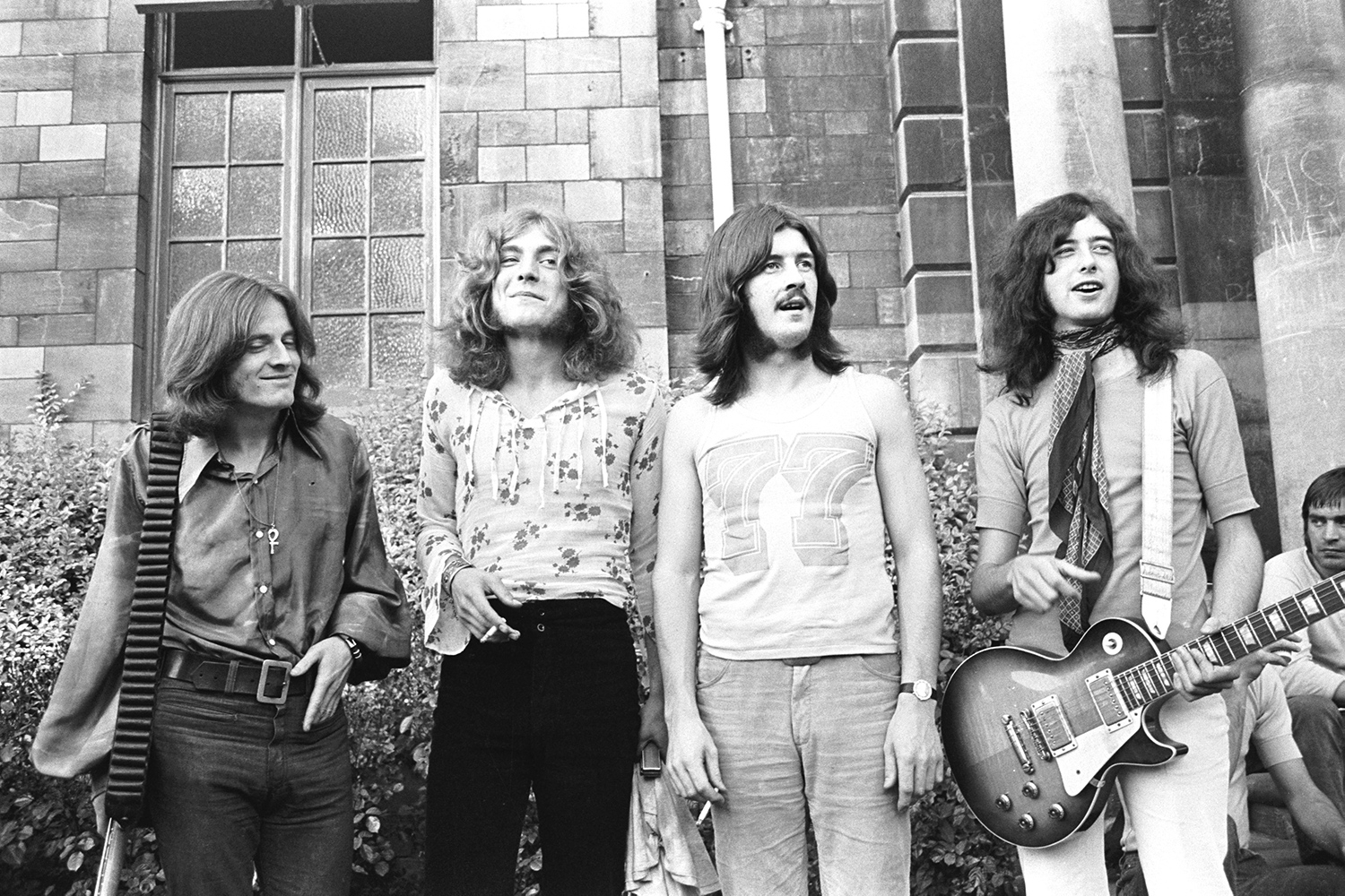 led zeppelin ii inside band s greatest raunchy 1969 classic rolling stone. Black Bedroom Furniture Sets. Home Design Ideas