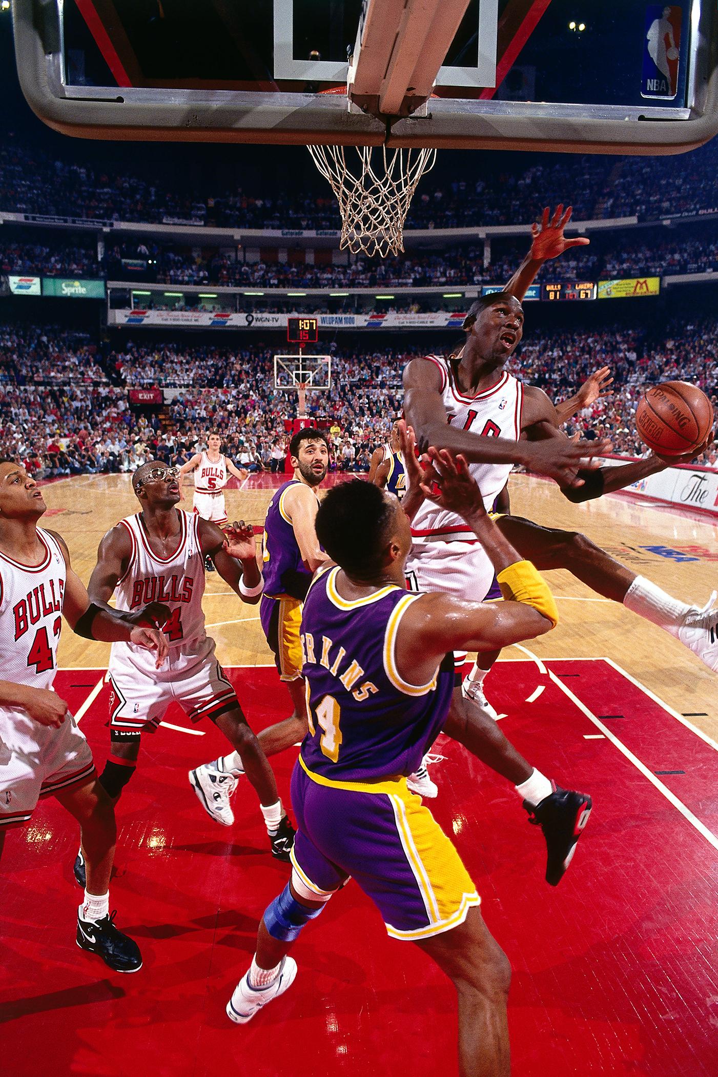 a9e4796f6ac965 Flashback  Michael Jordan s Switch Between Hands Layup – Rolling Stone