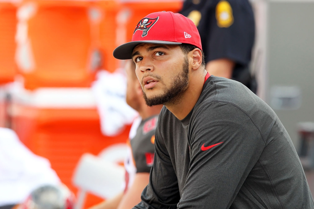 Tampa Bay Mike Evans Ends Anti Trump National Anthem Protest Rolling Stone