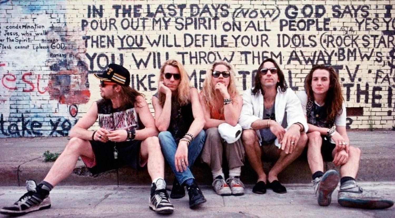 Integrantes da banda Mother Love Bone, Andrew Wood, Stone Gossard, Jeff Ament, Bruce Fairweath e Greg Gilmore