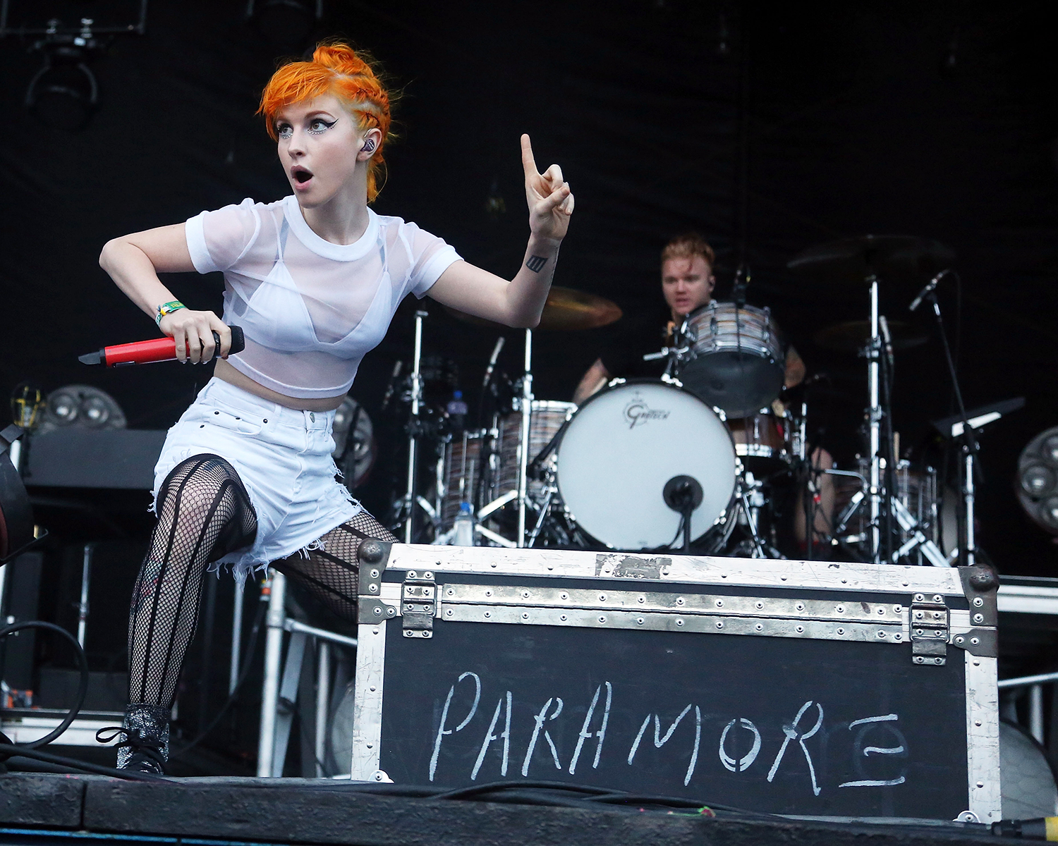 paramore lead singer dating